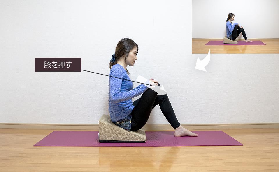 片膝を立てて逆足首を太ももに乗せるストレッチ