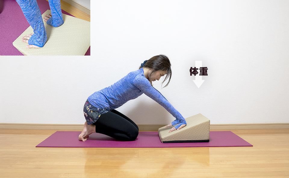 腕に体重をかけるストレッチ
