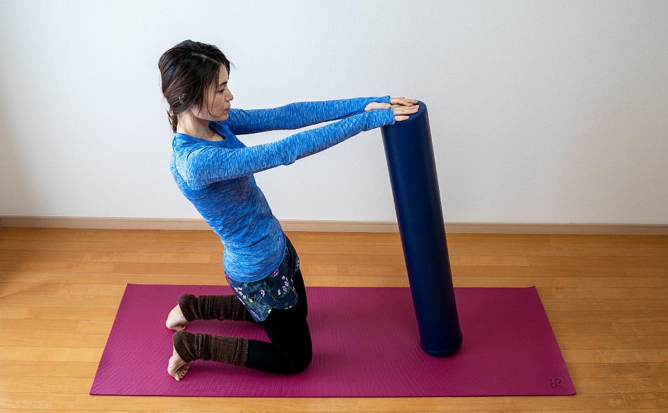 太ももの前に力が入るように身体を後ろにたおす