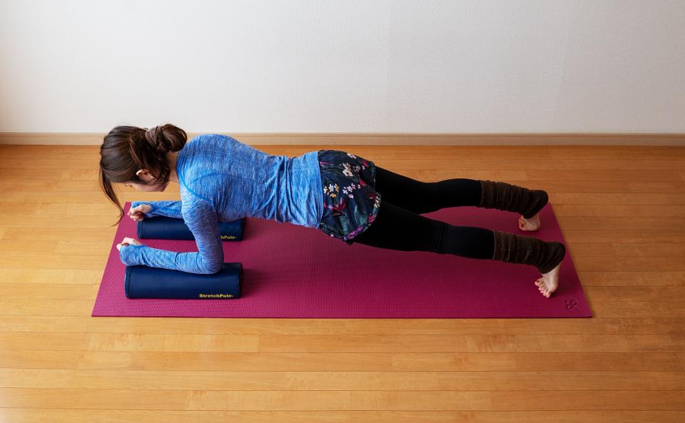 膝を床から離し身体を支える