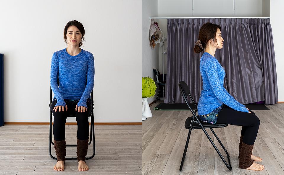 背筋を伸ばし椅子に座る