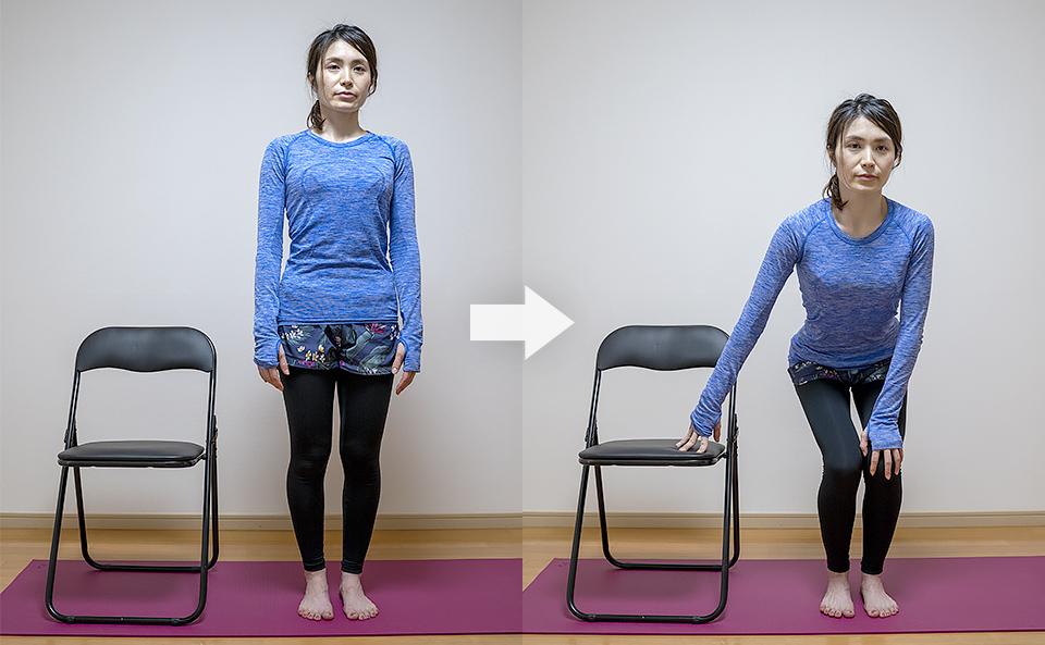 膝を曲げて椅子の座面に右手をおく