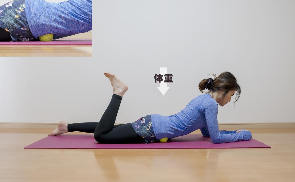 腸腰筋がほぐれるように体重をかける