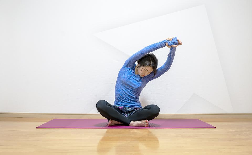 背中のストレッチ効果を上げる方法