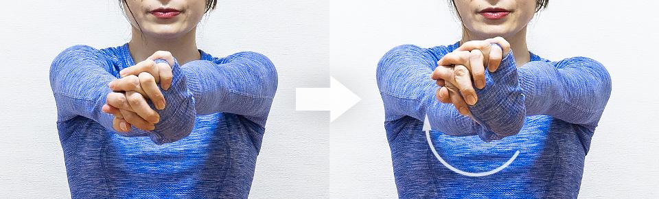 左手の手の甲を上に向けて手首のストレッチ