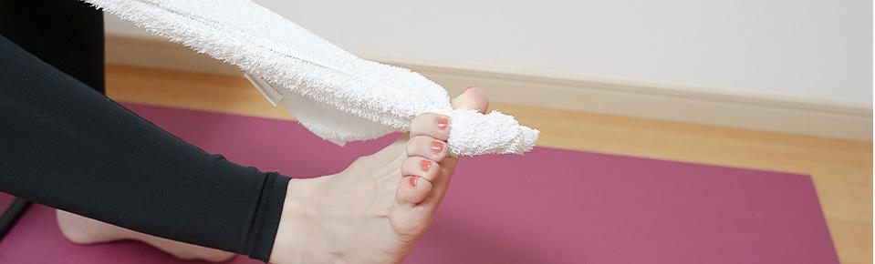 親指と人差指でしっかりと挟む