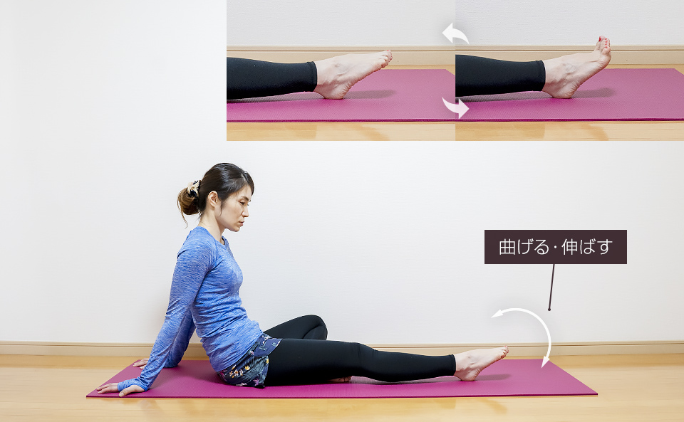 床に座って足指・足裏のトレーニング