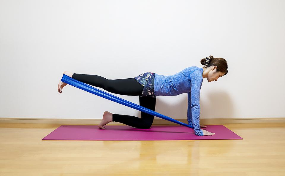 トレーニングチューブの使い方33選!背筋・胸筋・肩・おしり・下半身など