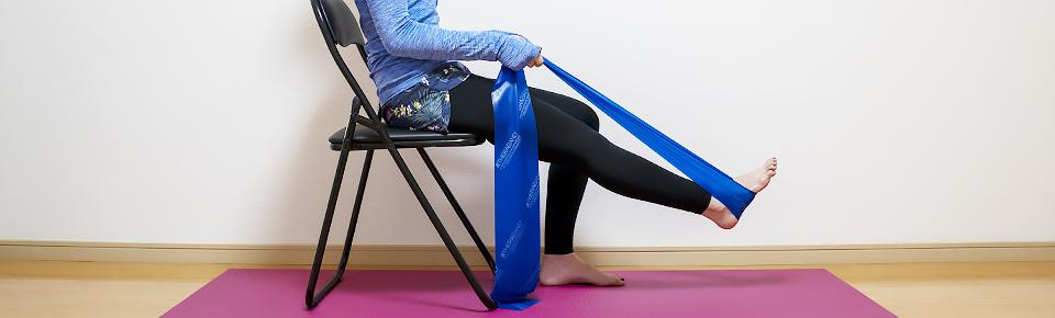 トレーニングチューブ「レッグプレス」椅子に座って行うこともできる